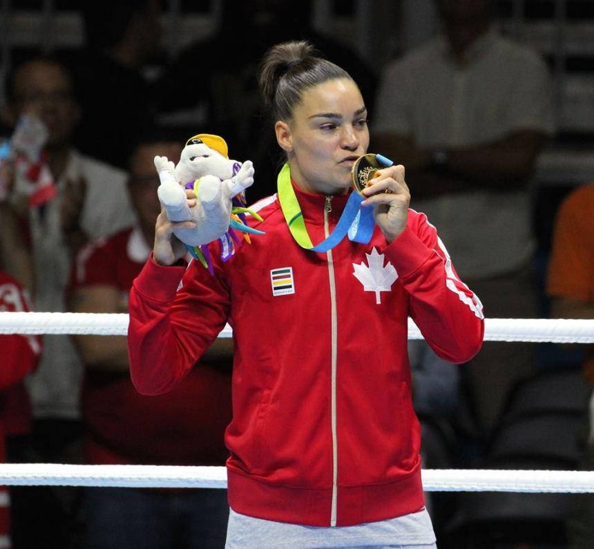 L'or pour la boxeuse Caroline Veyre