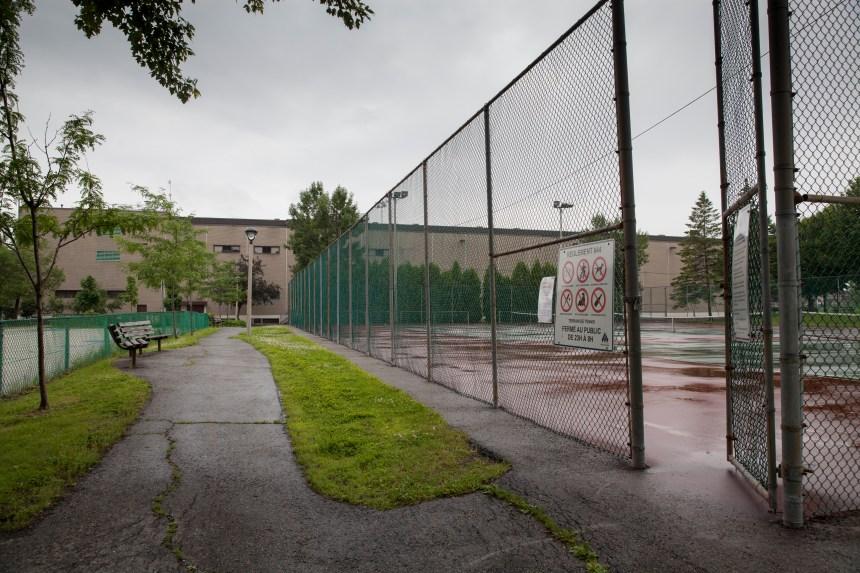 Montréal-Est vend une partie de ses terrains de tennis pour 1$