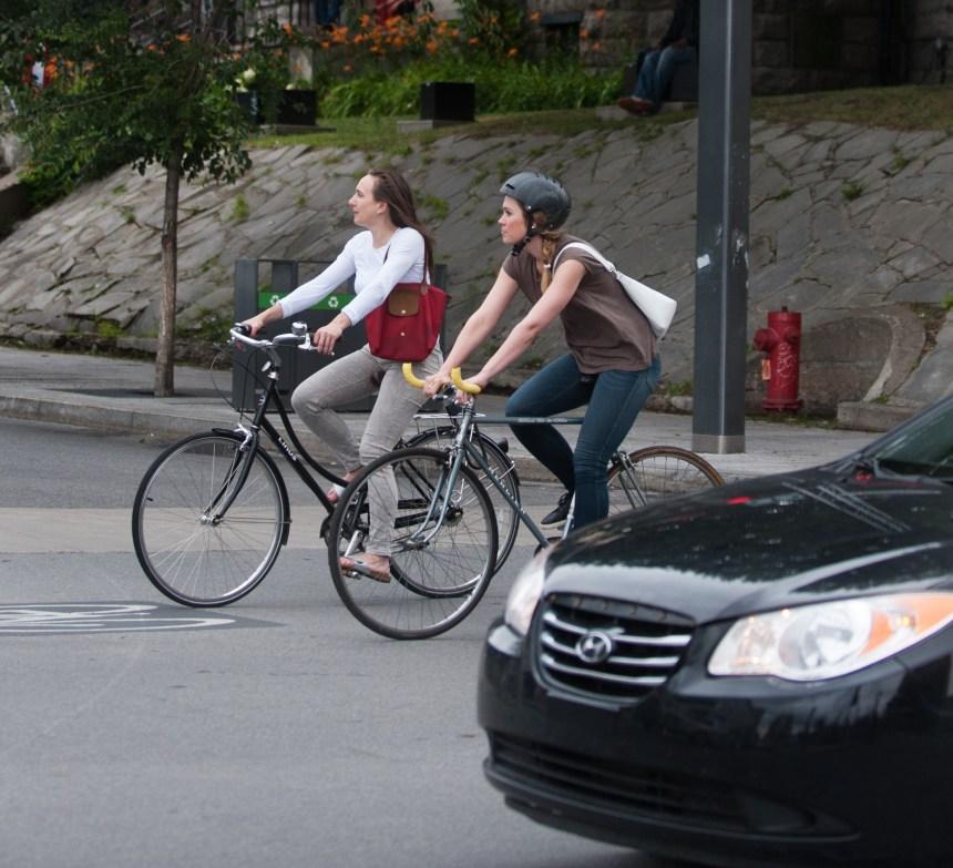 Coderre se questionne sur le port obligatoire du casque à vélo