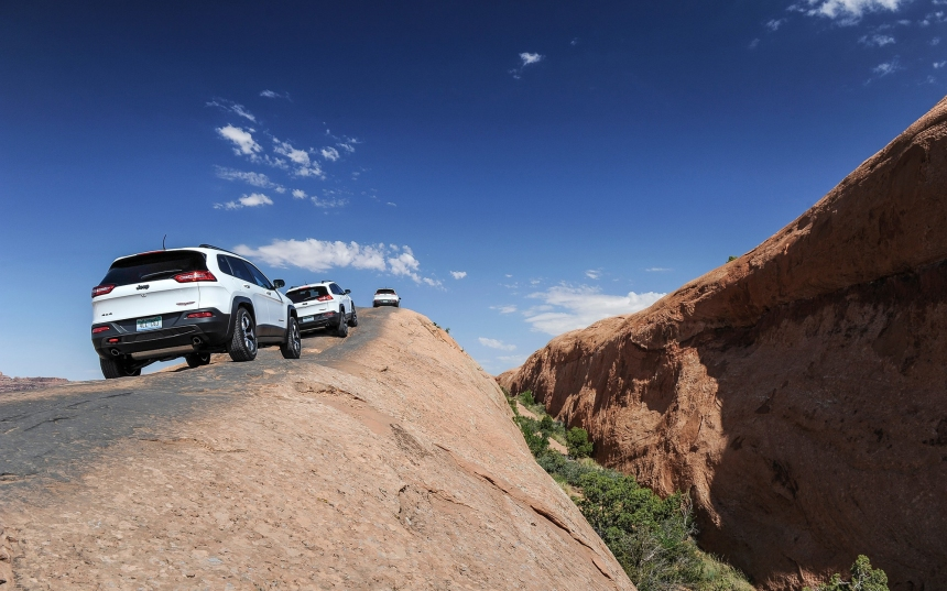 Des pirates prennent le contrôle d'un Jeep Cherokee