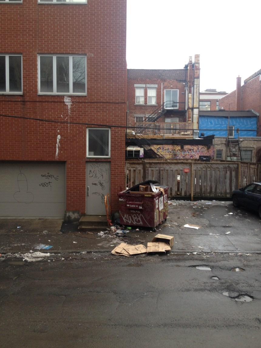 Les résidents de la rue Saint-Dominique dans l'ombre et les déchets de Saint-Laurent