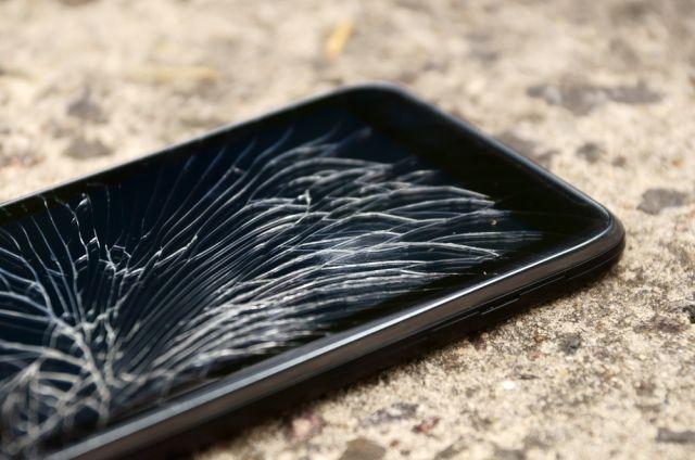 Les écrans, principales causes de panne des téléphones, selon une enquête française