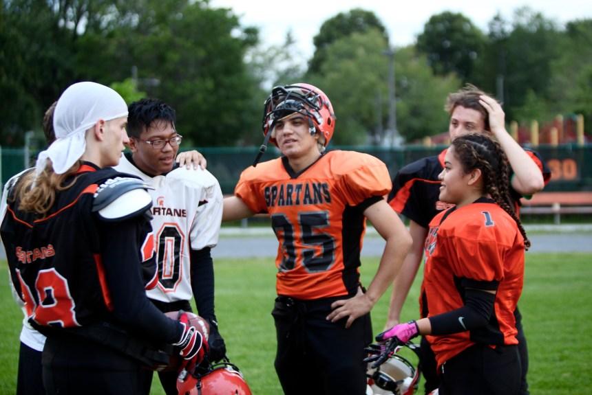 Football midget AAA: une fille avec les Spartans
