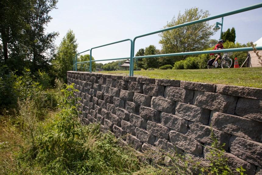 800 000$ pour reconstruire les murs de soutènement du parc de l'Hôtel-de-Ville