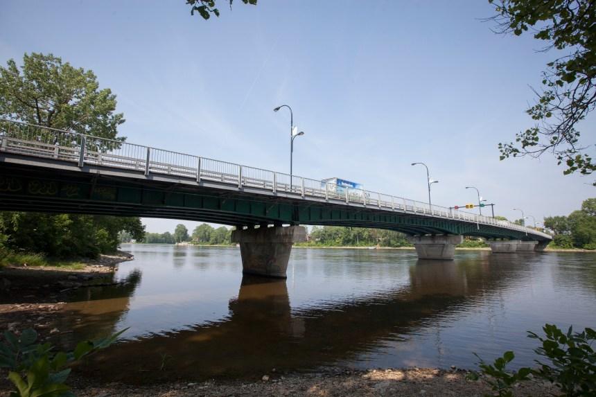 Aucune date n'est fixée pour le remplacement du pont Jacques-Bizard