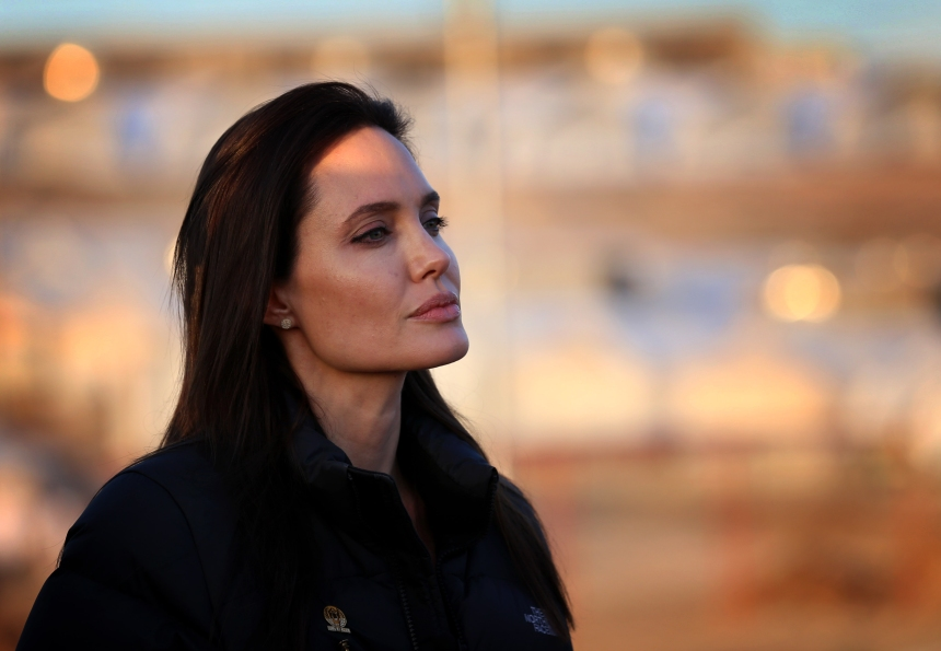 Angelina Jolie s'intéressera à la vie d'une jeune afghane dans «The Breadwinner»