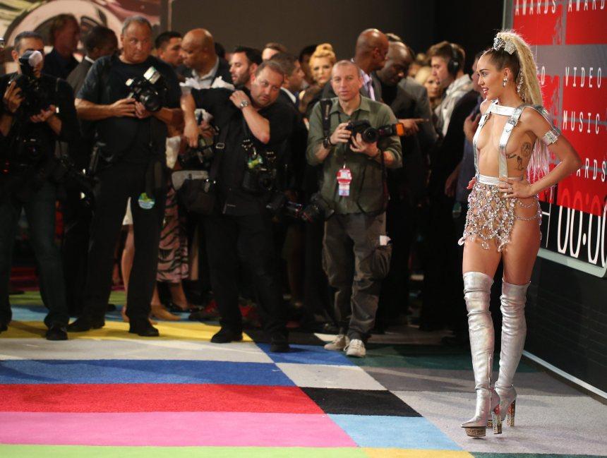 Miley Cyrus sort un nouvel album gratuit sur internet
