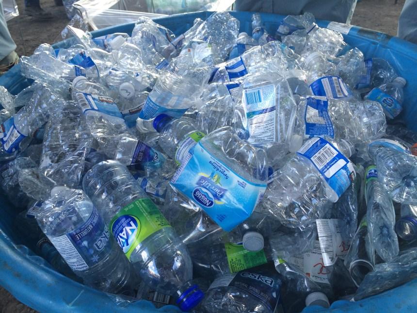 Après les boissons sucrées, la Ville pourrait s'attaquer aux bouteilles d'eau en plastique