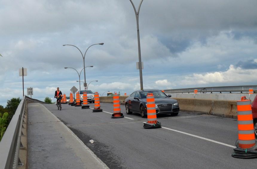 Réfection du viaduc Rockland: des cyclistes empruntent les voies fermées