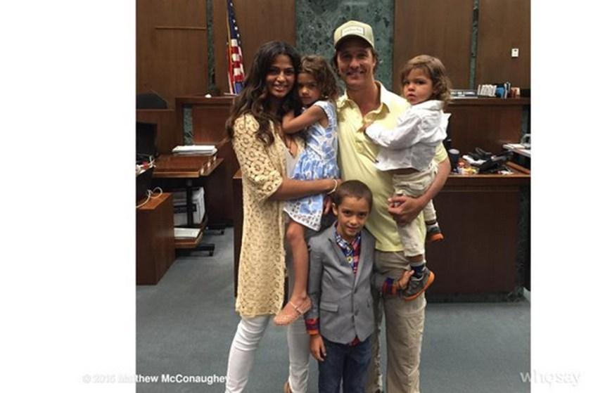 La femme de Matthew McConaughey obtient la citoyenneté américaine