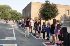 Compressions: une chaîne humaine pour protéger les écoles publiques à PAT
