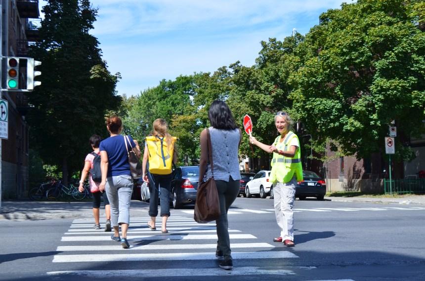 Intersection dangereuse: une brigadière au milieu du «chaos»