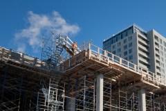 Les partis fédéraux sommés de promettre plus d'investissements dans les logements sociaux