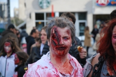 Photos: Des milliers de zombies au centre-ville