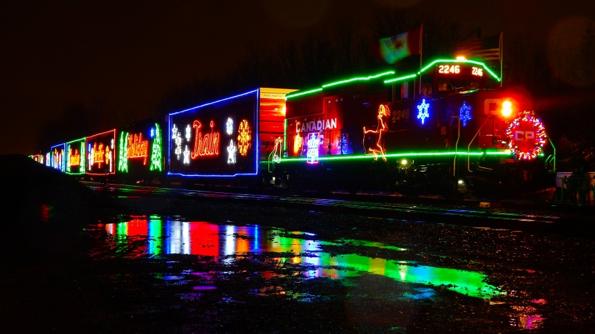 Passage à Montréal du train des Fêtes du Canadien Pacifique