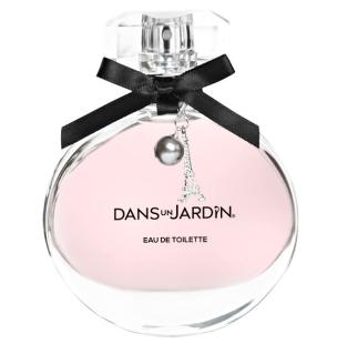 Les flacons de parfum sont désormais ornés d'une breloque. Pour 2015, on a choisi la tour Eiffel pour rappeler que la fondatrice de la marque, la comtesse Lucile de Baudry d'Asson, était française.