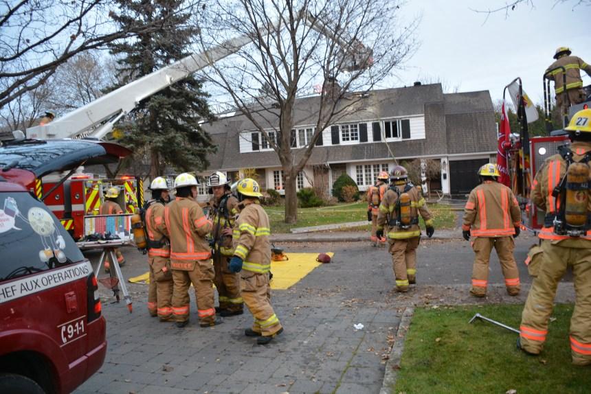 Incendie sur l'avenue Morrison à Ville de Mont-Royal