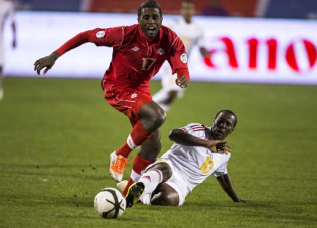Olivier Occéan avec la maillot national du Canada.