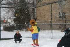 Parmi les activités au programme, les participants pourront jouer une partie de balle-molle dans la neige…