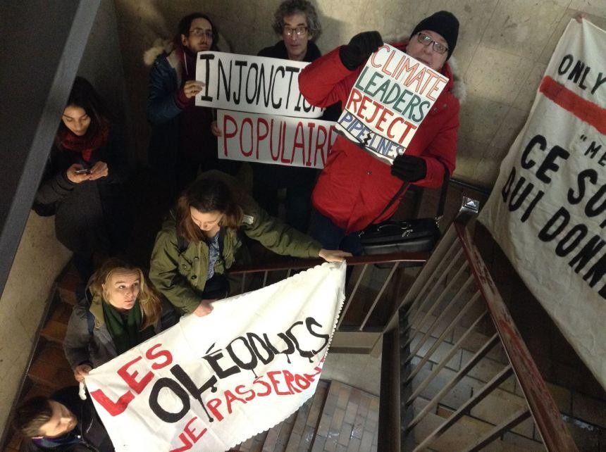 Oléoduc Trans Mountain: des manifestants au bureau de Justin Trudeau