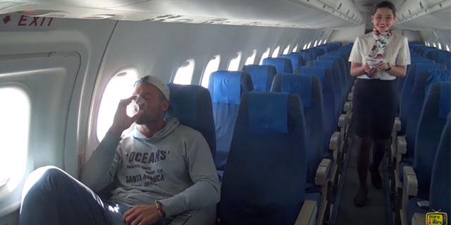 Cet homme se retrouve seul dans un avion parce que personne d'autre n'a acheté de billets