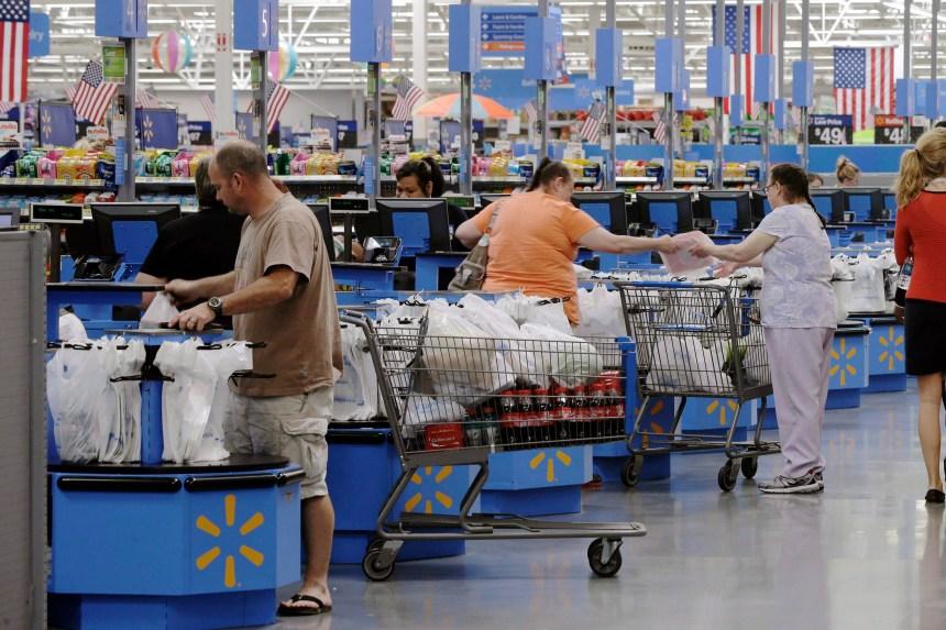 Walmart Canada fera payer cinq cents les sacs de plastique réclamés à la caisse