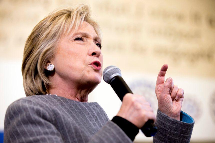 Iowa: Hillary Clinton se démène face à Bernie Sanders