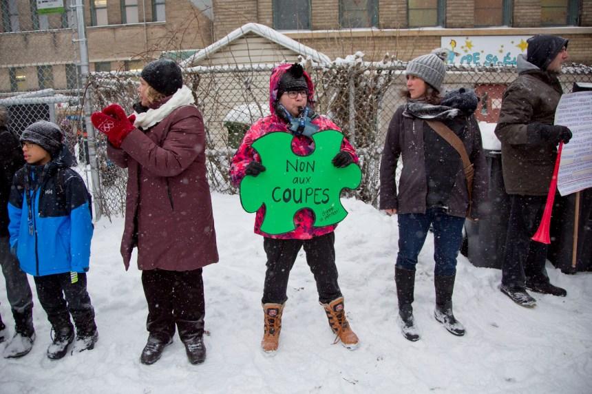 Chaînes humaines autour de CPE au Québec