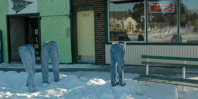 Il fait tellement froid au Minnesota que les gens gèlent leurs pantalons