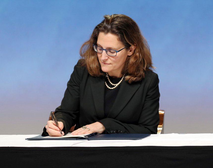 Le Canada a signé le PTP, mais la ratification sera débattue