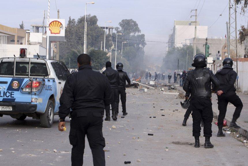 La Tunisie impose un couvre-feu national
