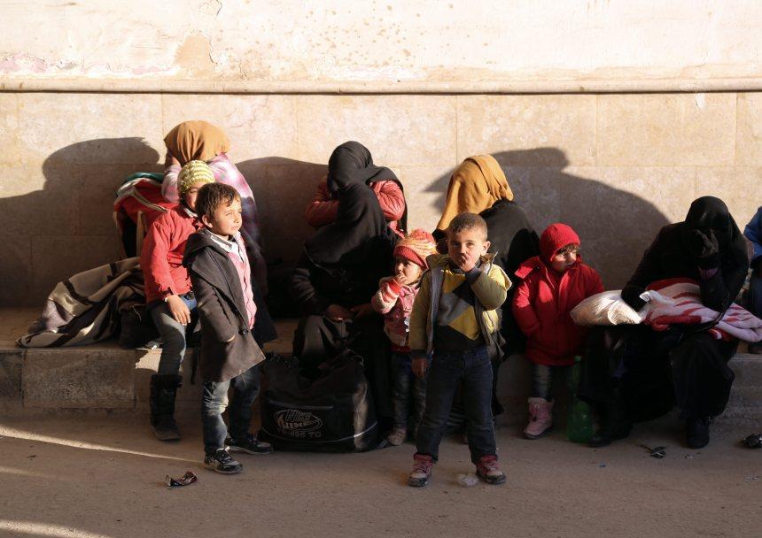 Des milliers de Syriens fuient les offensives dans la région d'Alep