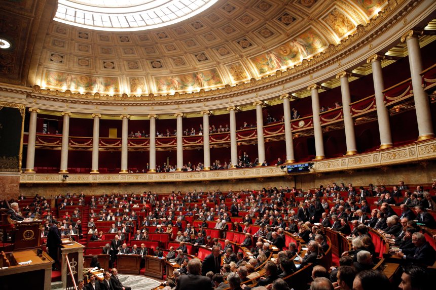 Les députés français adoptent une loi controversée sur la citoyenneté