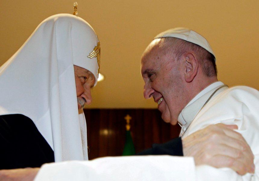 Le pape atterrit à Cuba pour rencontrer le patriarche orthodoxe russe