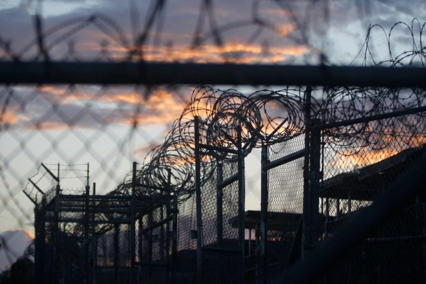 """Barack Obama veut fermer la base de Guantanamo """"une fois pour toutes"""""""