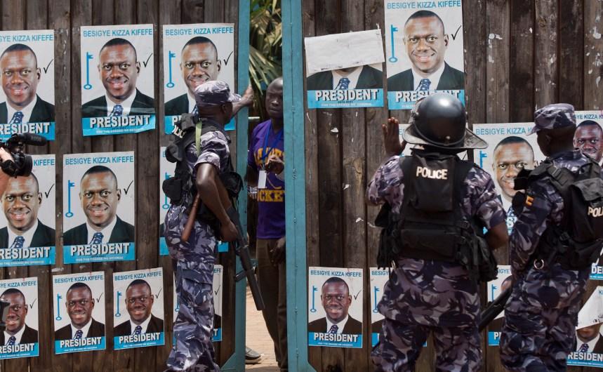 L'opposant Kizza Besigye est de nouveau arrêté pendant la présidentielle en Ouganda