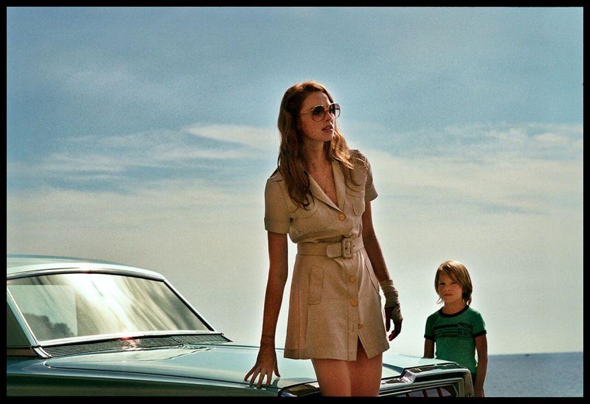 L'énigme de «La dame dans l'auto avec des lunettes et un fusil»