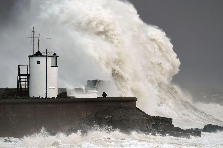 La côte britannique est matraquée par une violente tempête