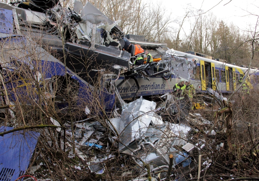 Une collision entre deux trains fait dix morts et 90 blessés en Allemagne