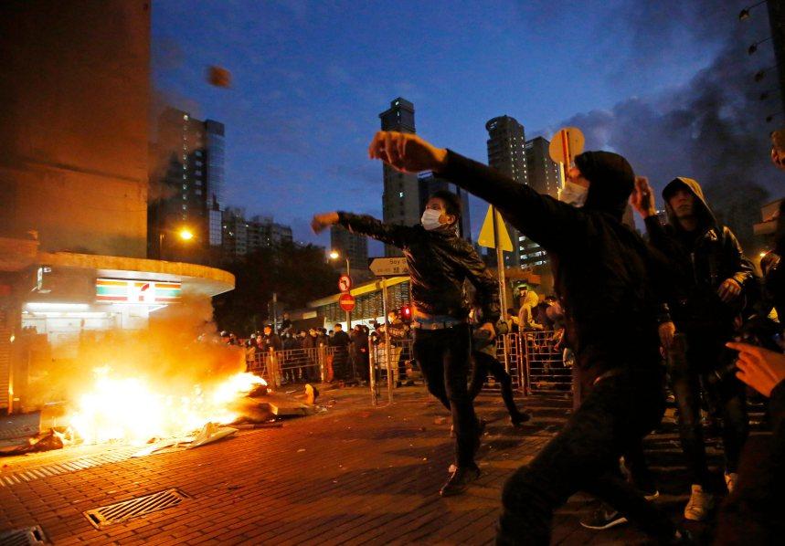 Nouvel An: Une manifestation dégénère dans les rues de Hong Kong