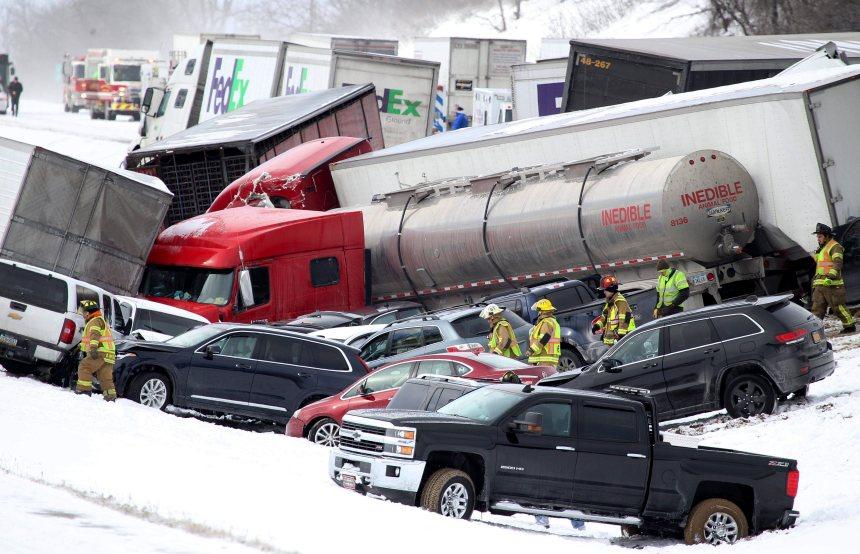 Un vaste carambolage en Pennsylvanie a fait trois morts et 73 blessés
