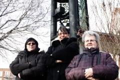 Nathalie Mauborgne, Sylvie Dauphinais, et Pauline Robier Blain, militantes pour la sauvegarde du clocher.