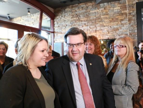 Denis Coderre avec Christine Black, la candidate de son parti pour l'élection au poste de maire de Montréal-Nord.