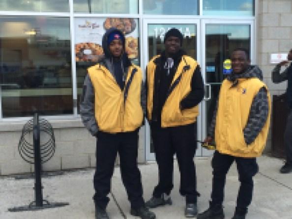 Ces Jeunes leaders patrouillent pour assurer la sécurité de différents lieux de l'arrondissement.