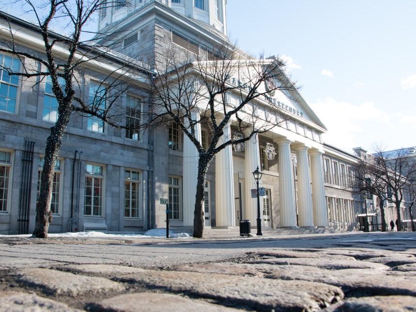 Vieux-Montréal: un tronçon de la rue Saint-Paul de nouveau transformé en place publique