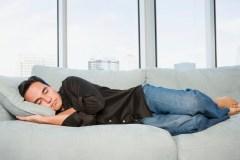 Faire des siestes réduirait le risque de maladies cardiovasculaires
