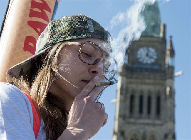 La légalisation du «pot» va diminuer son attrait, affirment des experts