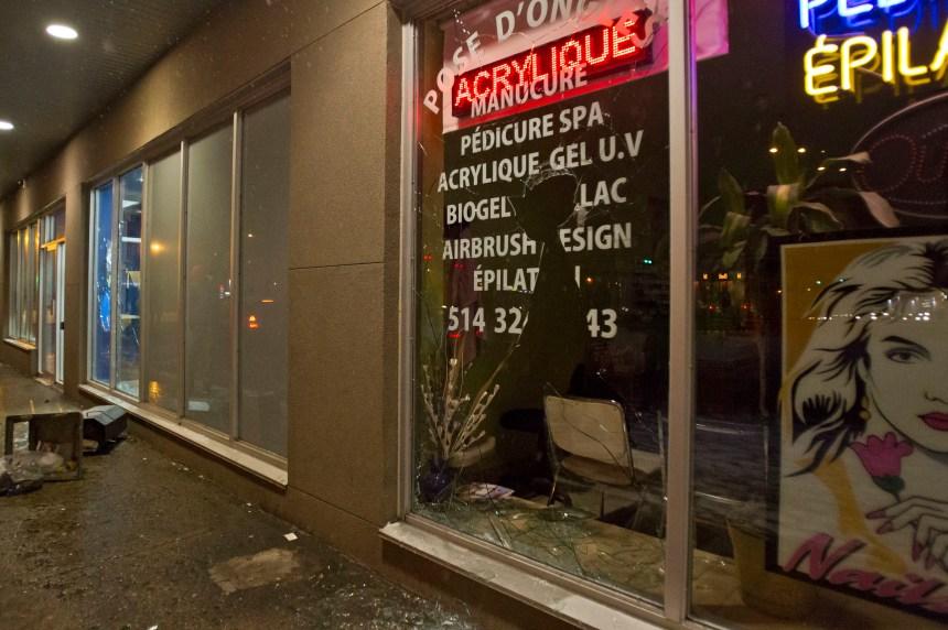 Dérapage à Montréal-Nord: 6 voitures brûlées et des commerces endommagés
