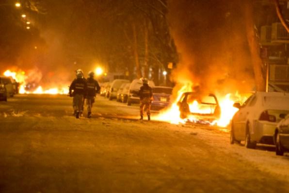 Six voitures ont été brûlées.