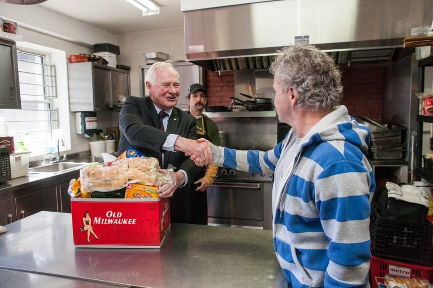 Le gouverneur général visite la Maison Benoit Labre